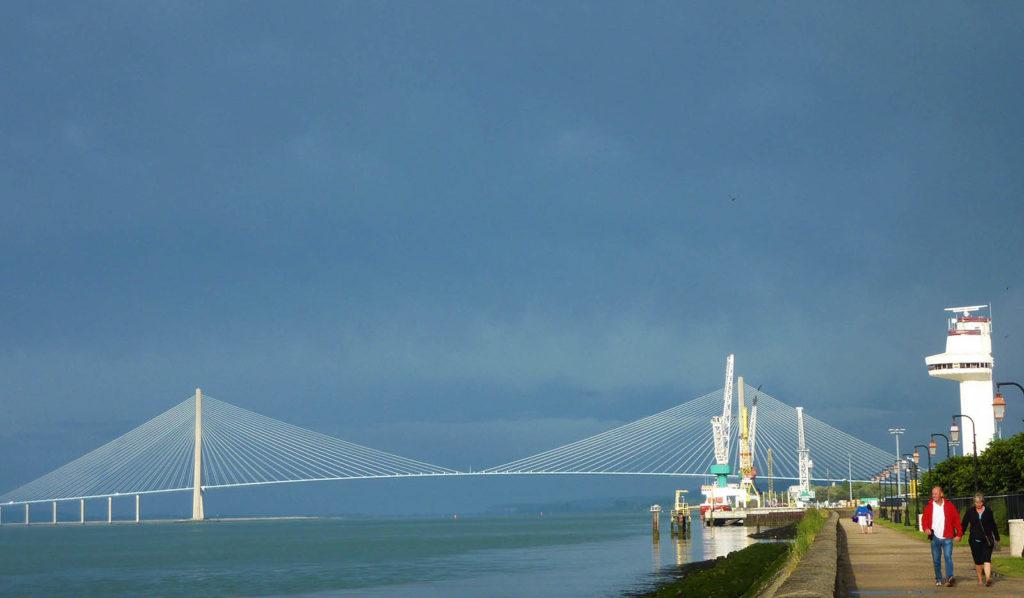 vue sur le pont de normandie depuis honfleur