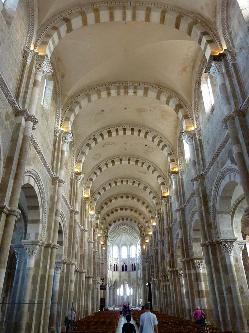 interieur basilique vezelay