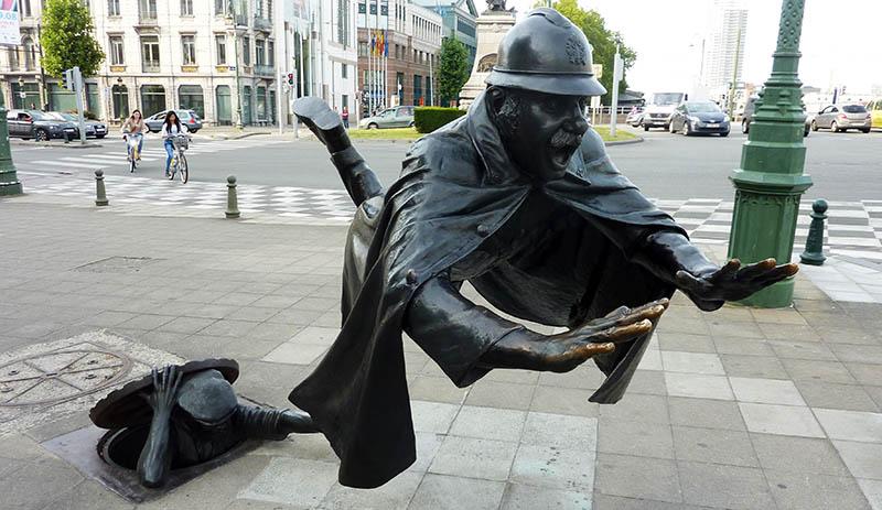 agent 15 bruxelles statue