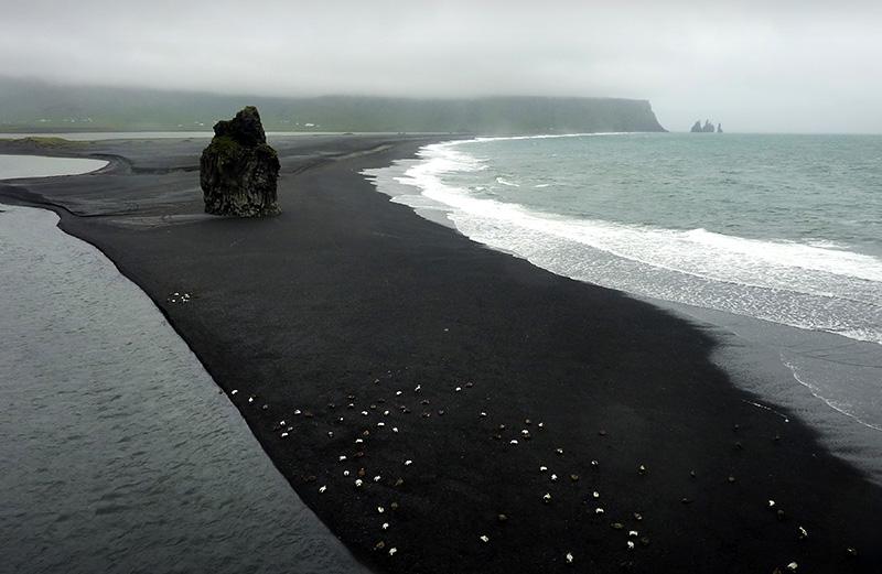 plage sable noir Kirkjufjara islande