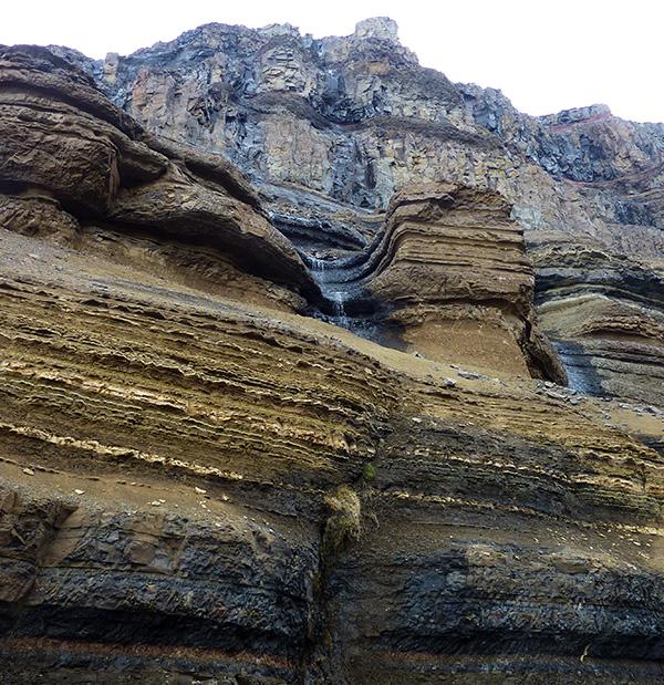 strates hengifoss islande
