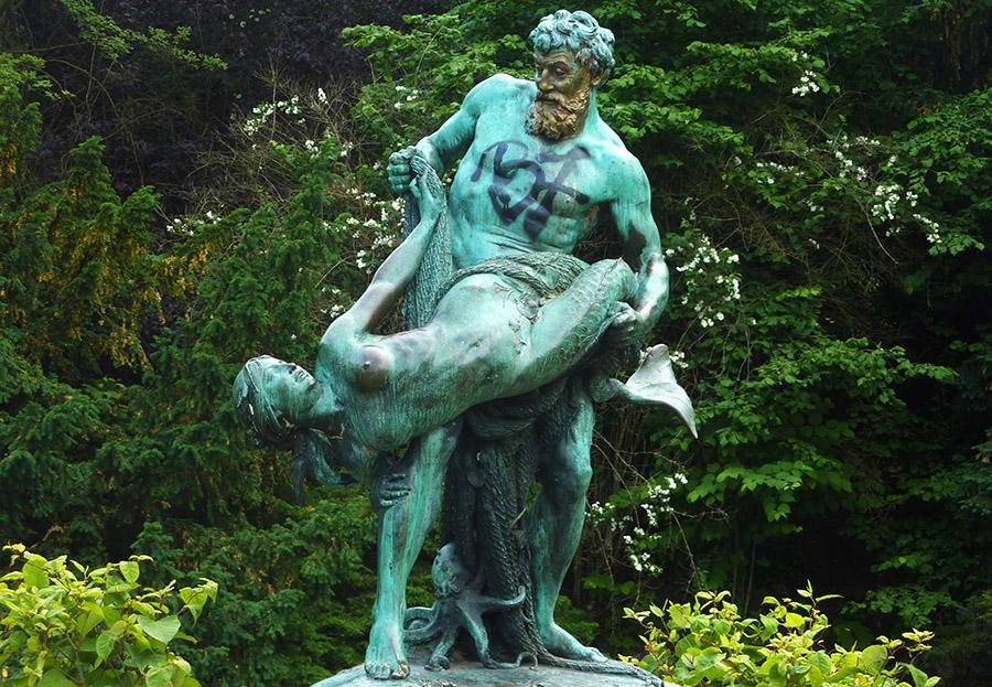 viktoria park statue