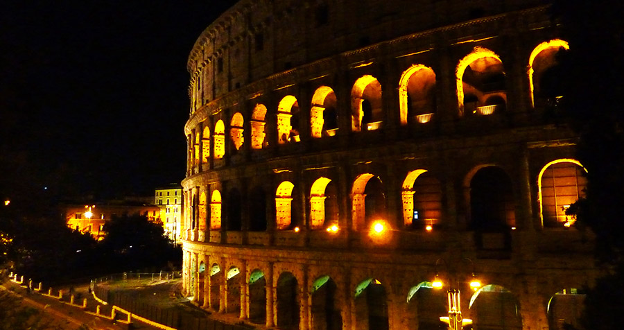 rome colisee by night