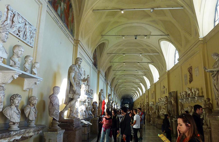rome vatican galerie statues