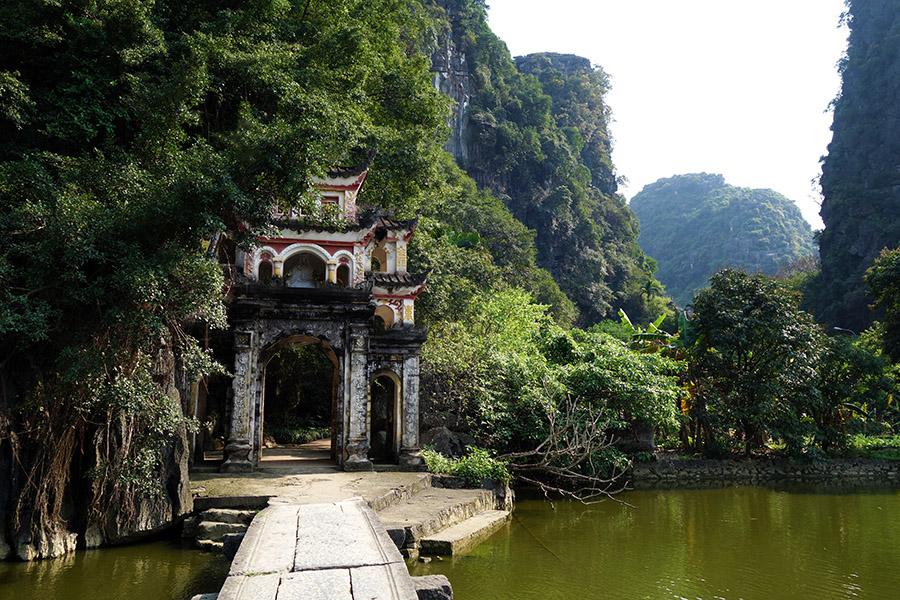 vietnam tam coc chua bich dong