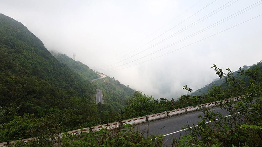 vietnam route nuages hai van quan