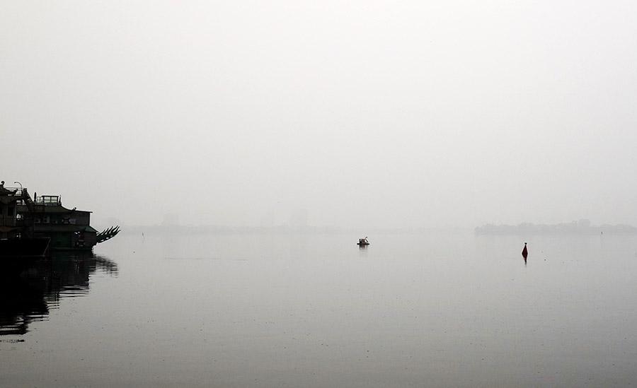vietnam hanoi pedalo cygne