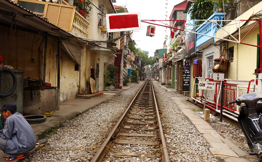 vietnam hanoi train