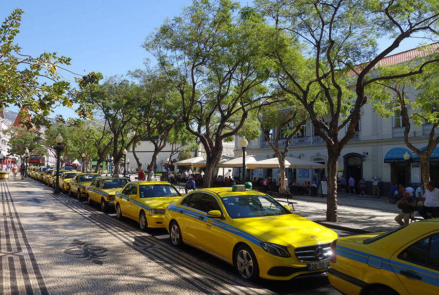 madere funchal taxis jaunes rues