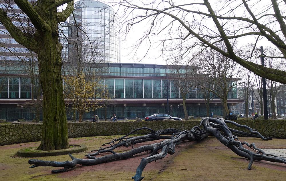 amsterdam Walraven van Hall statue arbre memorial banque
