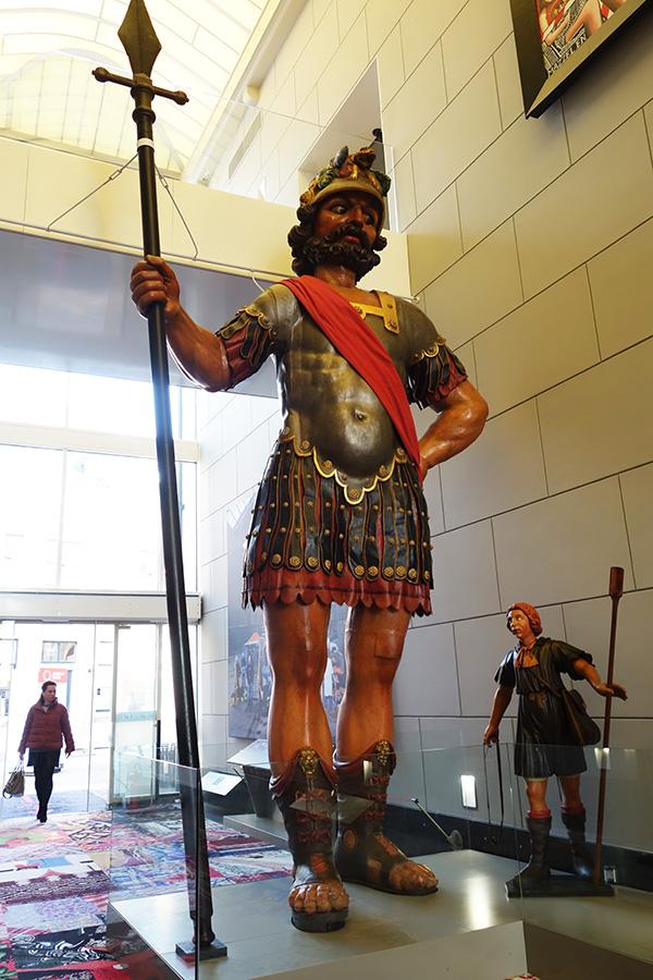 amsterdam david goliath statue