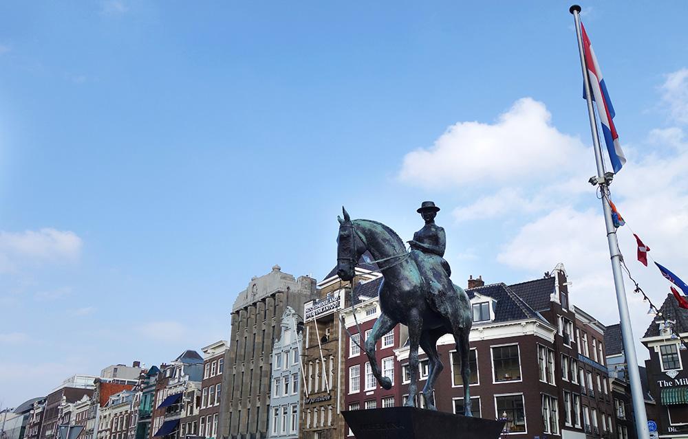 amsterdam statue equestre reine wilhelma