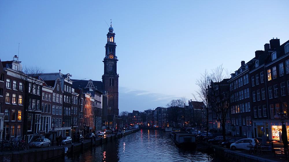 amsterdam westerkerk eglise canal nuit clocher tour