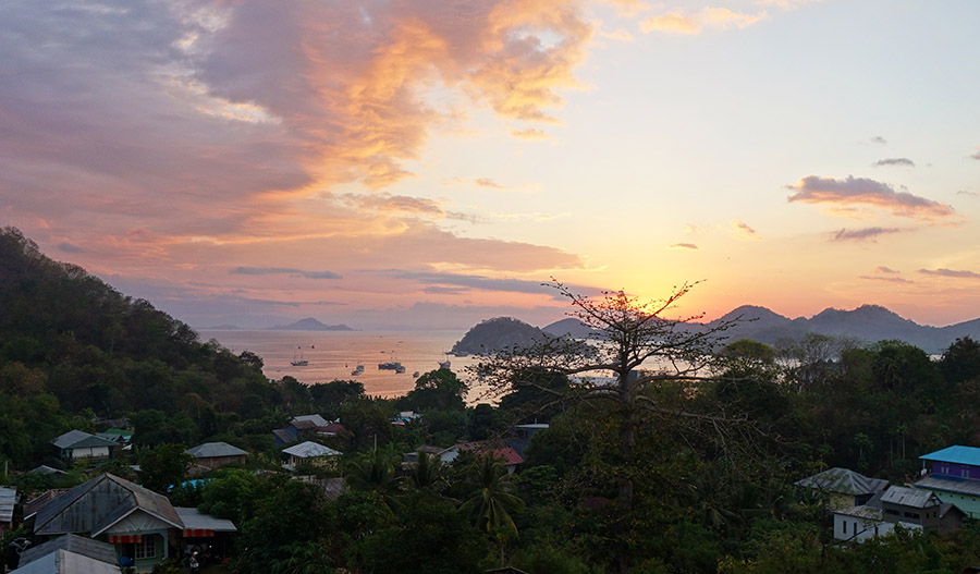 indonesie labuan bajo sunset