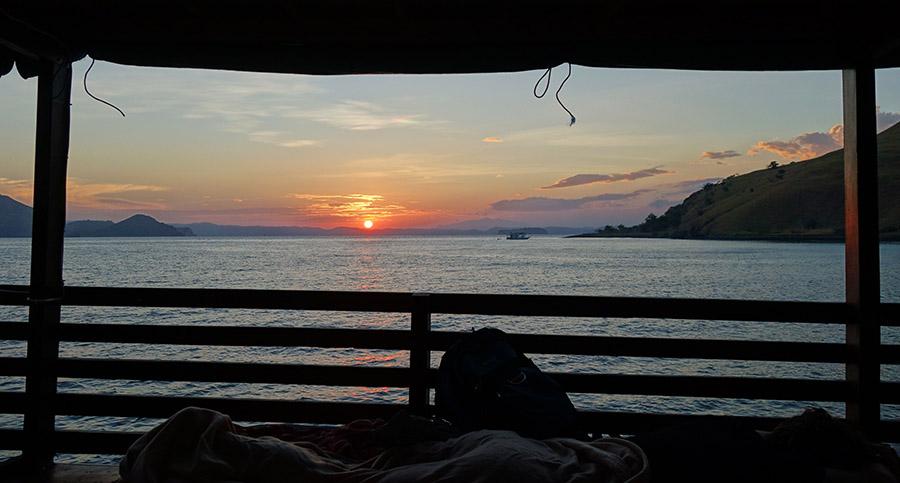 indonesie komodo bateau mer sunset aurore lever soleil