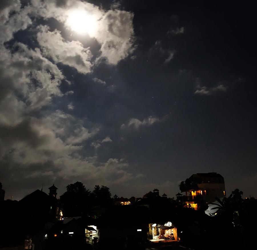 indonesie bali ubud terrasse nuit night moon lune