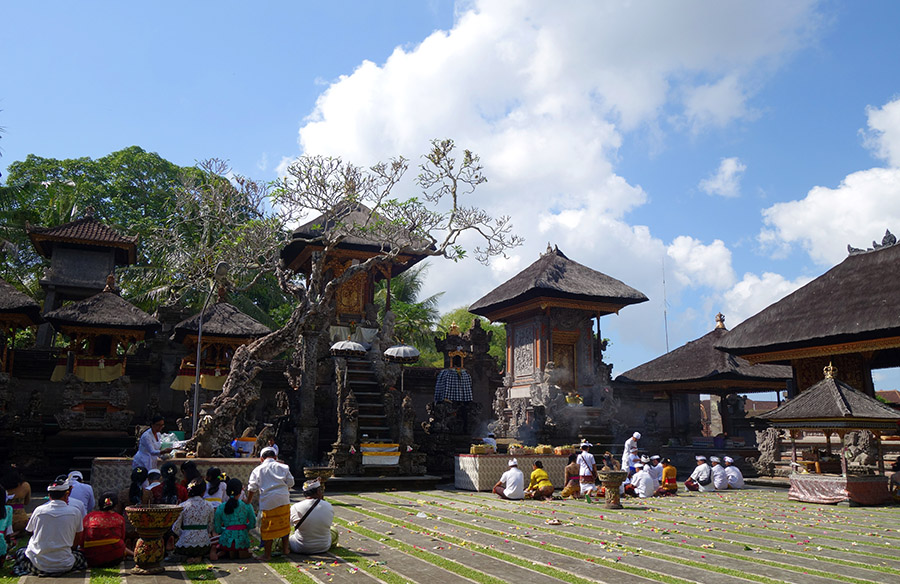 indonesie bali temple ubud pura dalem priere