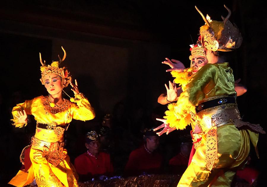 indonesie bali ubud puri saren palace danse cerfs