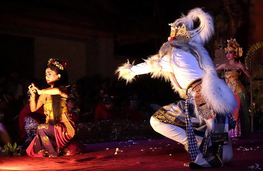 indonesie bali ubud puri saren palace danse monkey king roi singe