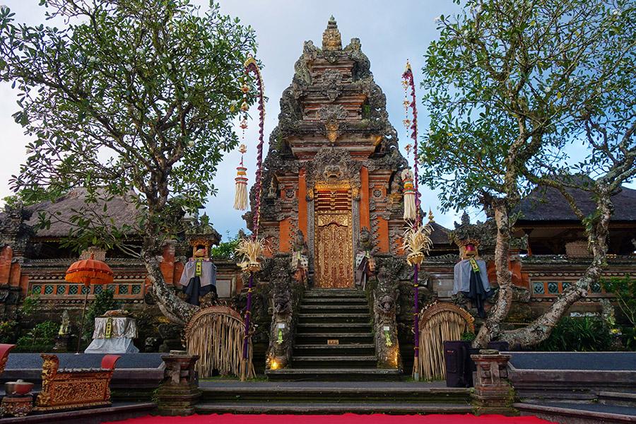 indonesie bali ubud saraswati temple lotus