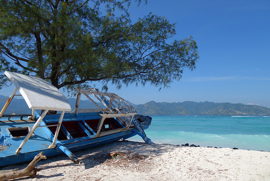 indonesie gili air plage beach boat bateau epave