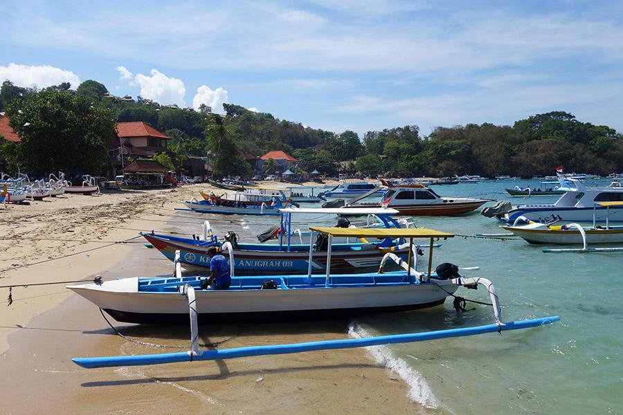 indonesie bali padang bai plage bateaux