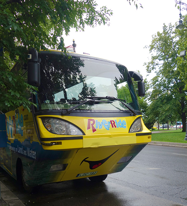 hongrie budapest boatbus bateau bus