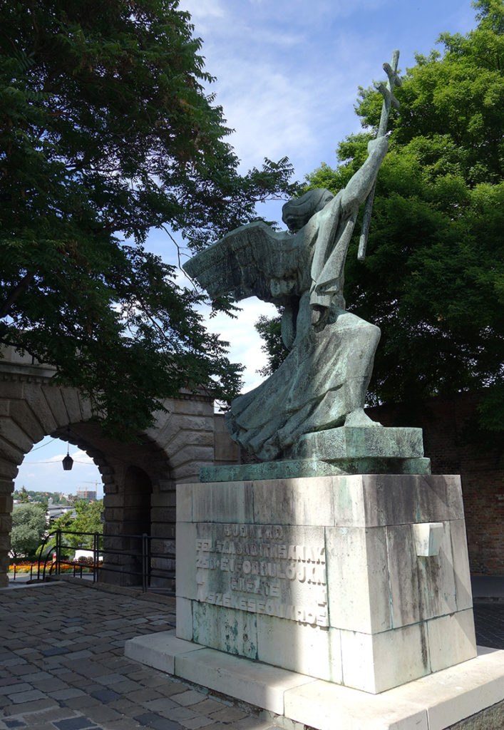 hongrie budapest buda porte de vienne statue