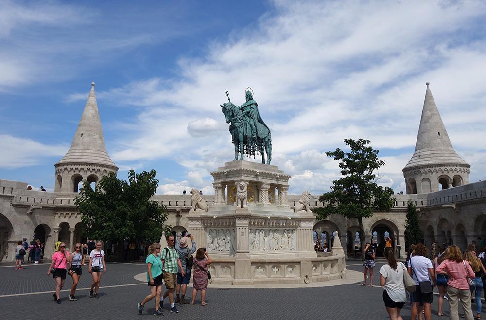 hongrie budapest eglise budavar statue