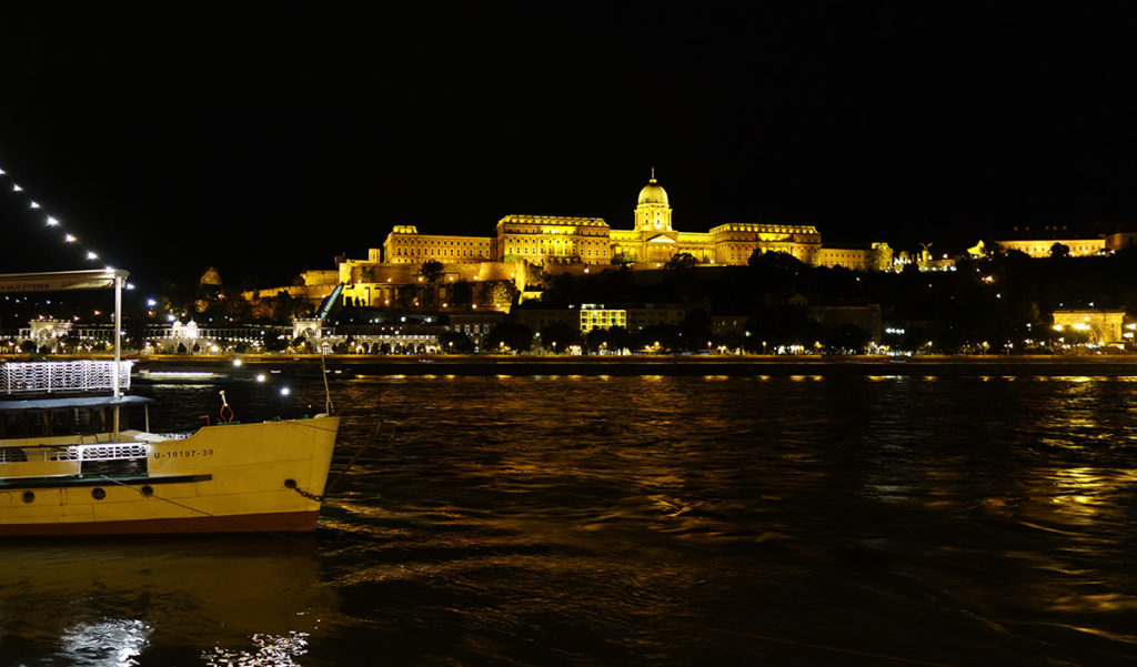 hongrie budapest chateau nuit night