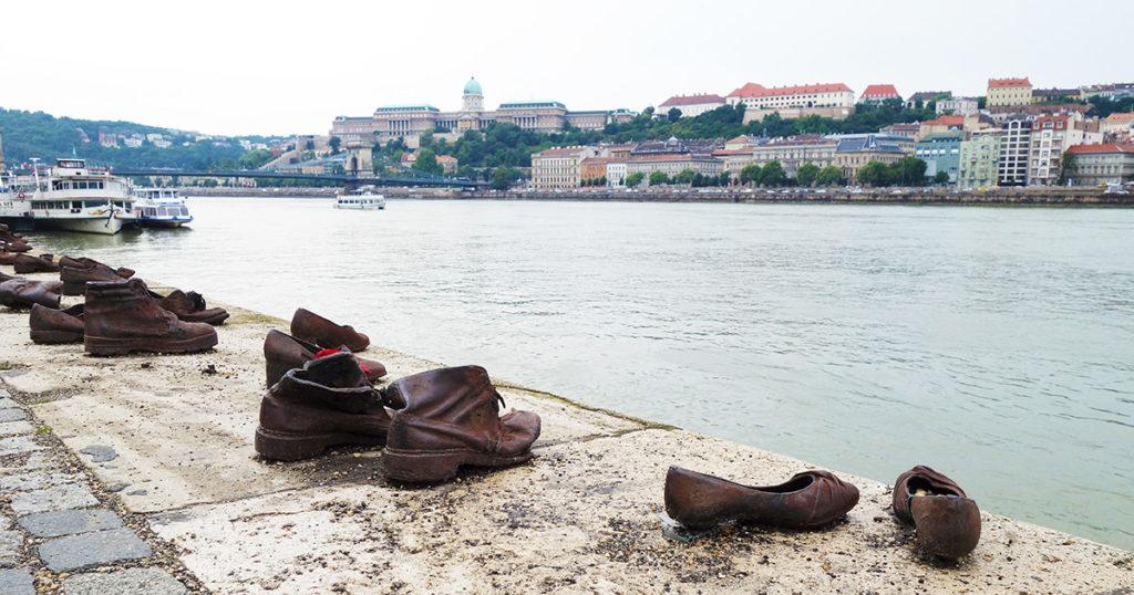 hongrie budapest chaussures au bord du danube memorial juif pardon