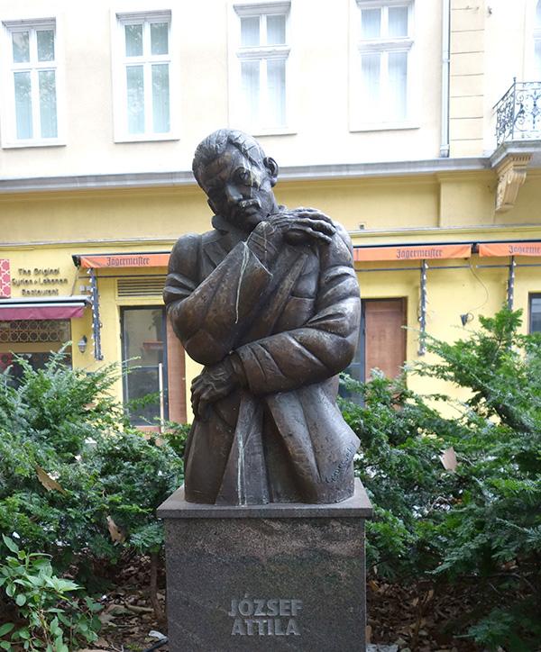 joszeph attila hongrie budapest statue