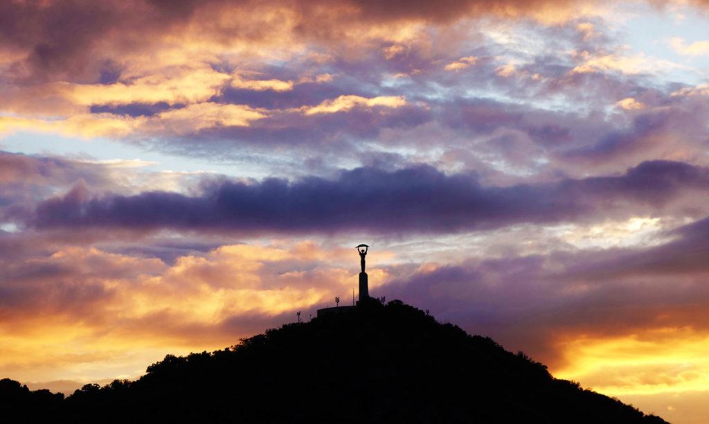 hongrie budapest mont gellert statue liberte