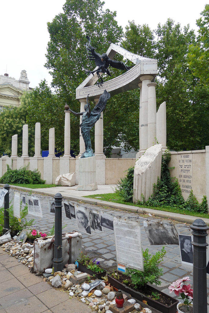 hongrie budapest monument juifs nazis