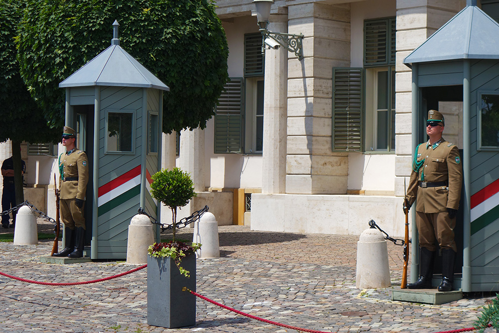 hongrie budapest palais sandor gouvernement gardes