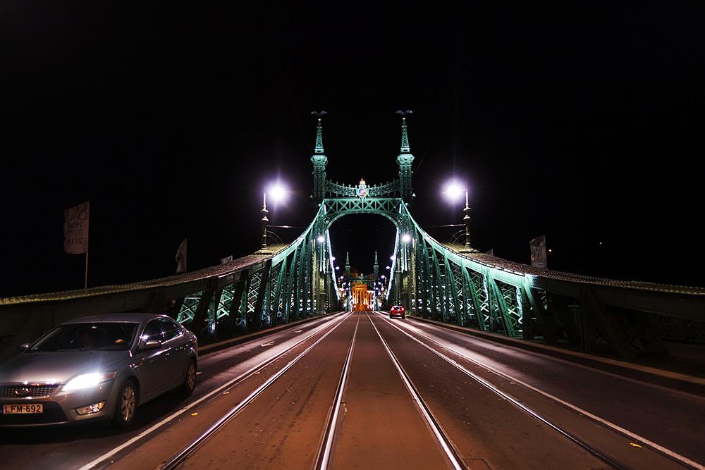 hongrie budapest pont liberte nuit night