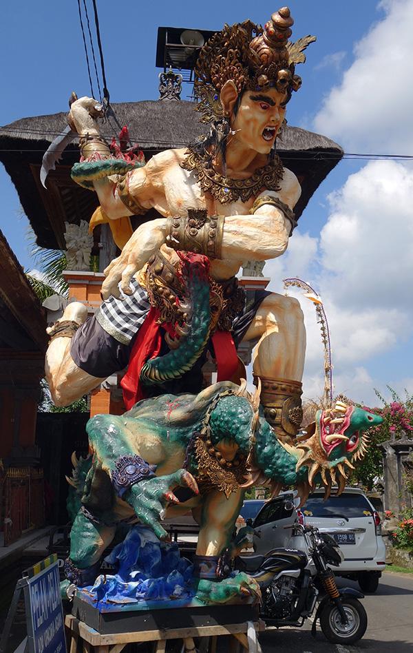 indonesie bali statue geante