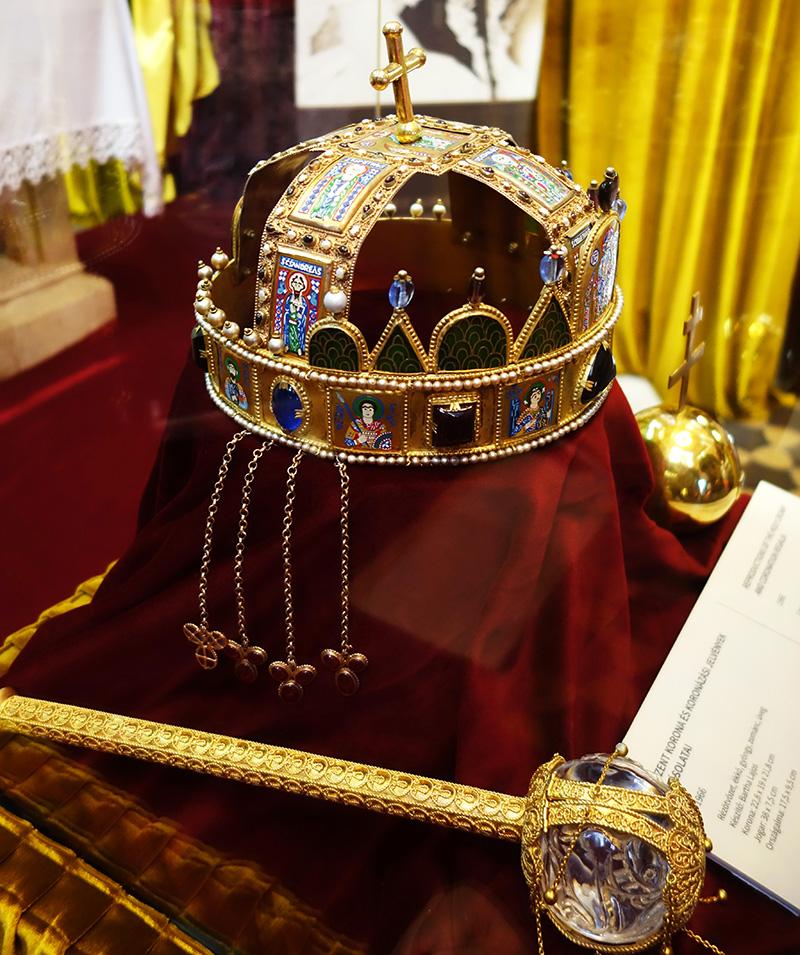 parlement budapest couronne epee joyaux tresor