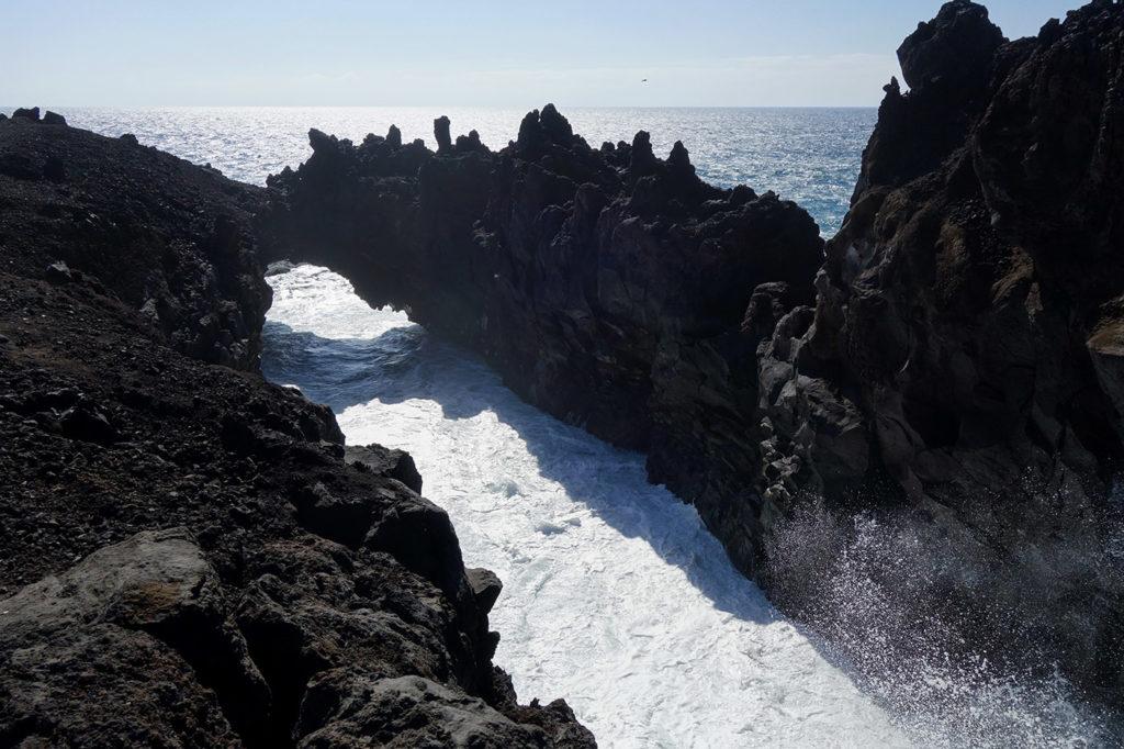 canaries lanzarote falaises ocean arche