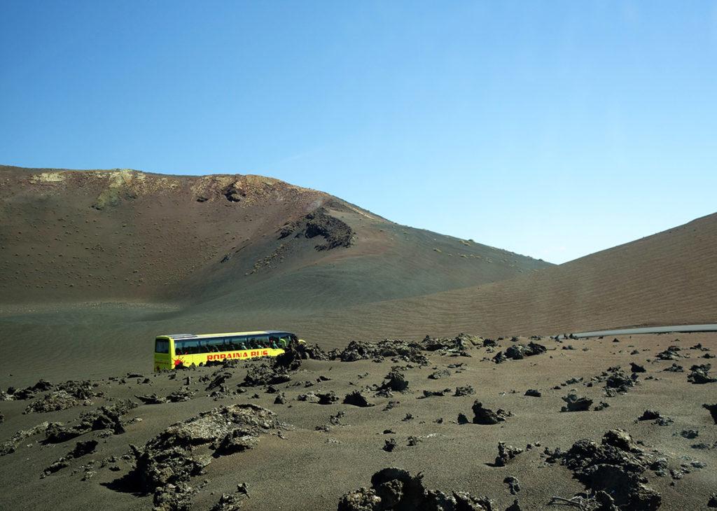 canaries lanzarote volcan lave cratere timanfaya bus