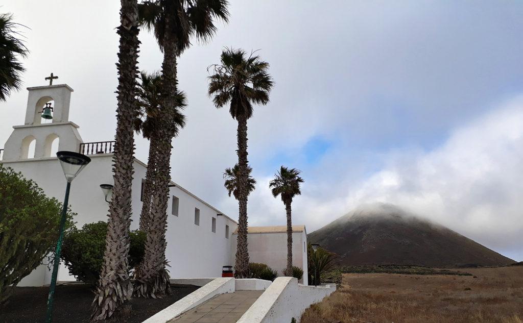 canaries lanzarote ye eglise church volcan corona volcano