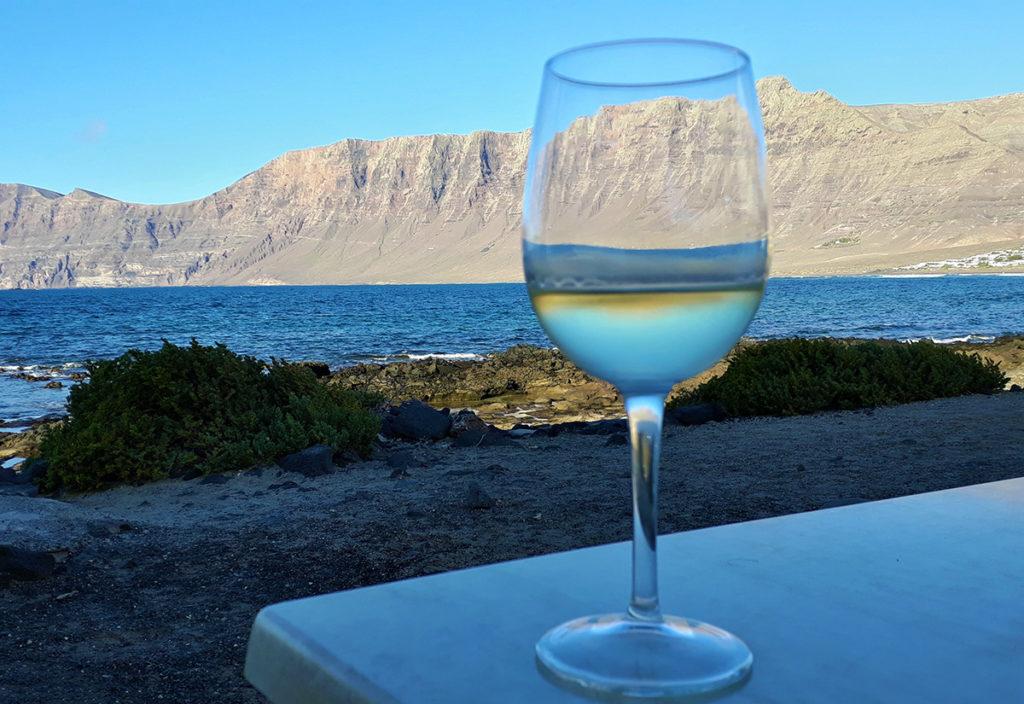 canaries lanzarote caleta vin vino risco sea beach mer