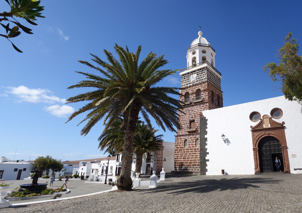 canaries lanzarote teguise eglise place