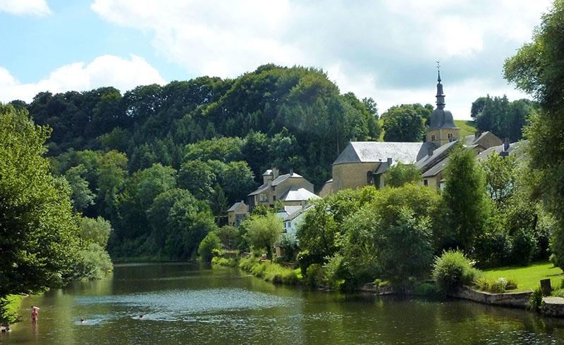 Découvrez le beau village de Chassepierre et son Festival International des Arts de Rue